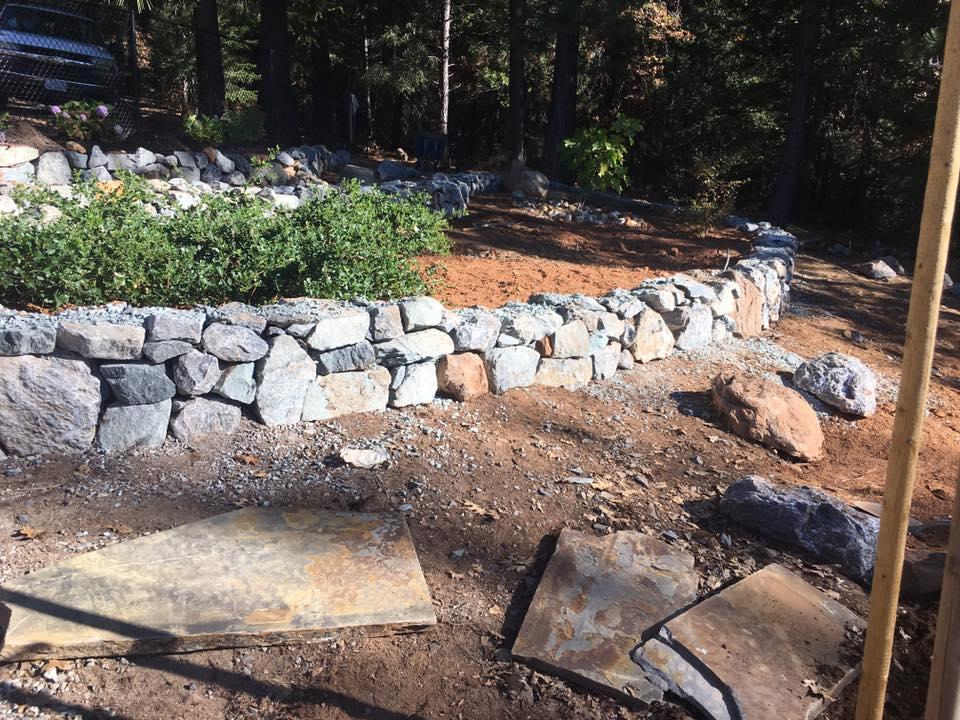 rock-walls-hardscape-in-Sacramento-CA-by-Romeros-Landscape-Inc-002