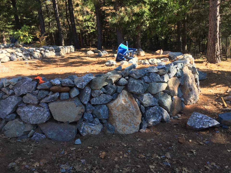 rock-walls-hardscape-in-Sacramento-CA-by-Romeros-Landscape-Inc-003