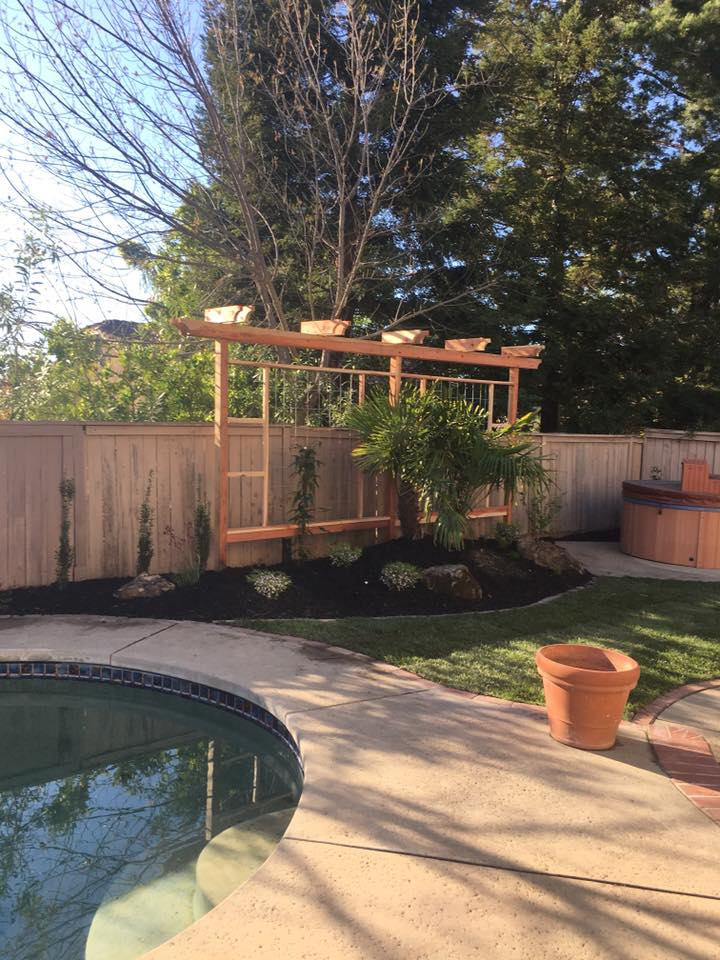 wood-trellis-design-and-installation-in-Sacramento-CA-by-Romeros-Landscape-Inc-003